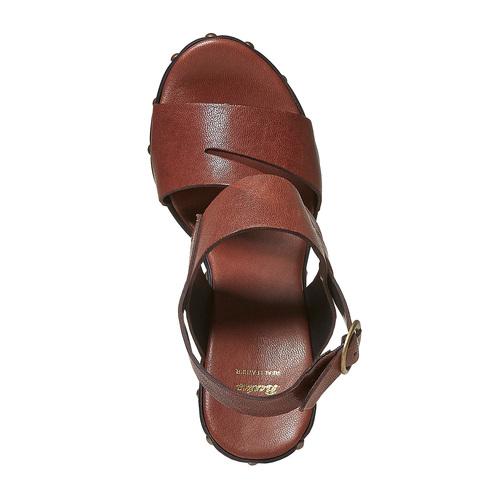Sandali in pelle con plateau alto bata, marrone, 764-4674 - 19